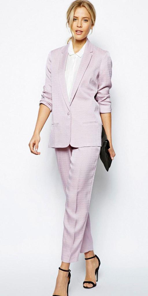 what-to-wear-for-a-summer-wedding-guest-outfit-pink-light-slim-pants-suit-black-shoe-sandalh-blonde-pink-light-jacket-blazer-dinner.jpg