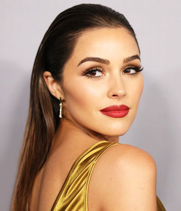 lips-how-to-do-your-makeup-for-wedding-guest-beauty-bold-lipstick.jpg