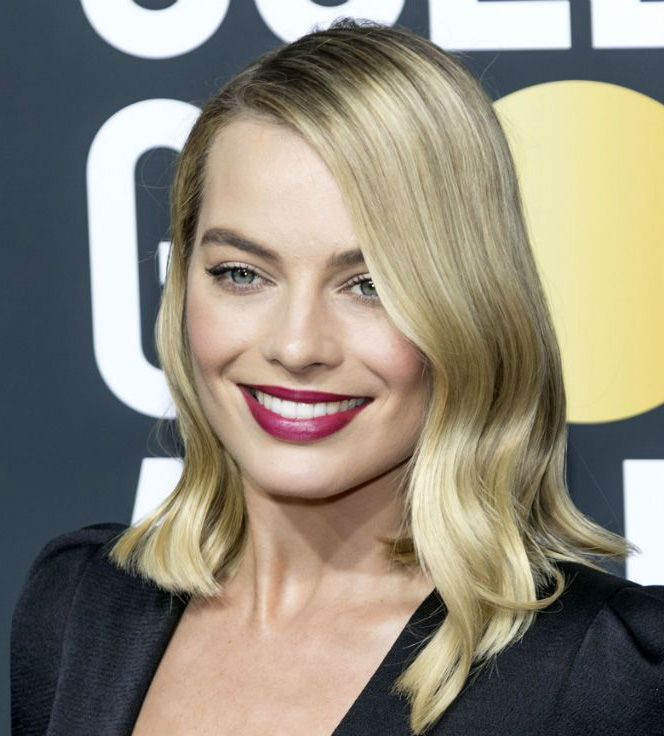 lips-how-to-do-your-makeup-for-wedding-guest-beauty-margotrobbie-lipstick.jpg