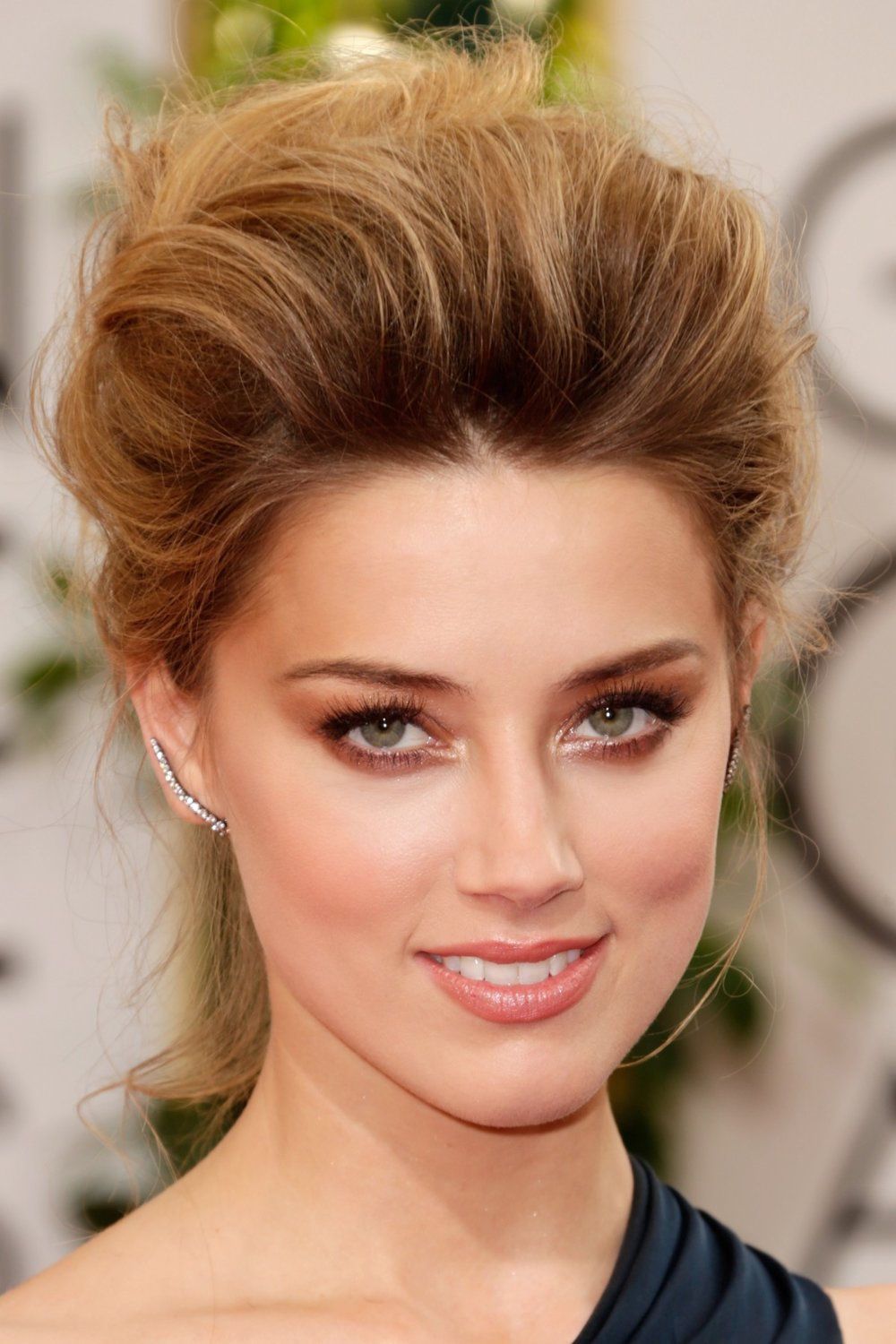 eyes-how-to-do-your-makeup-for-wedding-guest-beauty-amberheard-at-the-golden-globes-smokey-brown-eyeshadow.jpg