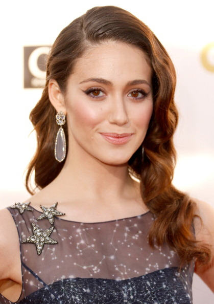 eyes-how-to-do-your-makeup-for-wedding-guest-beauty-emmyrossum-black-wing-eyeliner.jpg