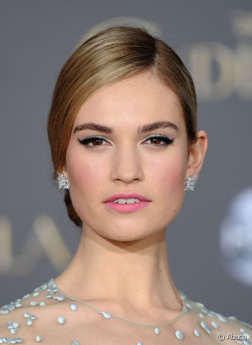 eyes-how-to-do-your-makeup-for-wedding-guest-beauty-lilyjames-black-eyeliner-pink-lipstick.jpg