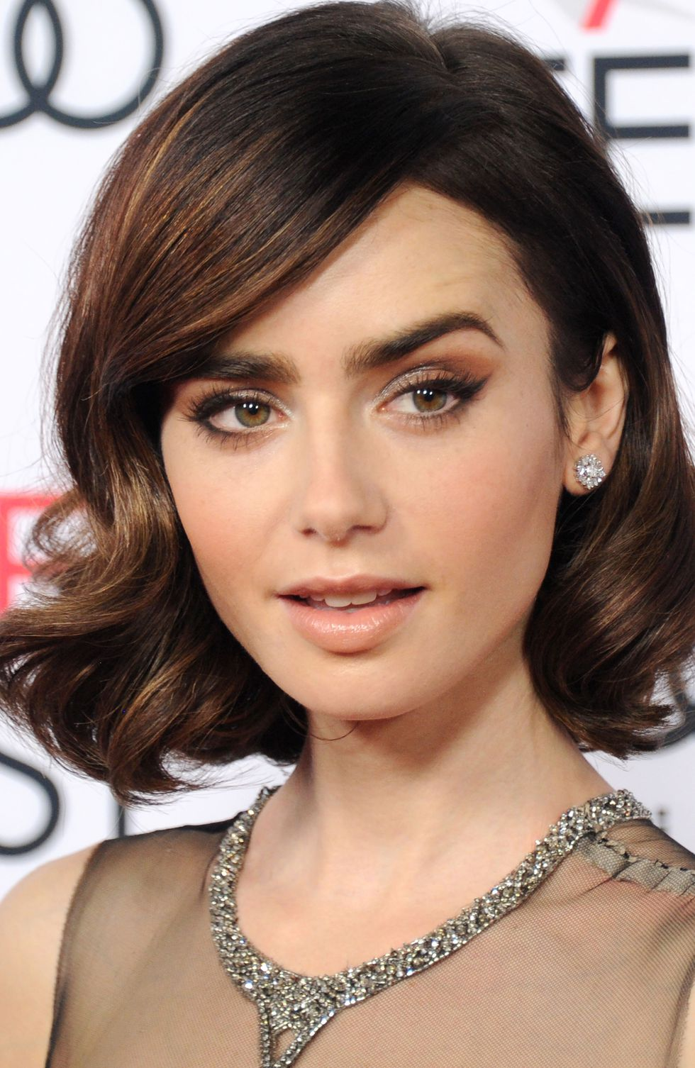 eyes-how-to-do-your-makeup-for-wedding-guest-beauty-liner-lilycollins-wavy-bob-hair.jpg