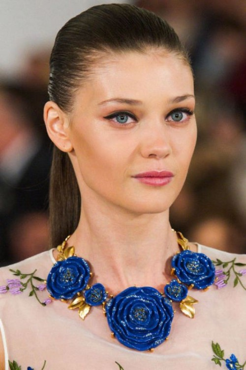 eyes-how-to-do-your-makeup-for-wedding-guest-beauty-winged-eyeliner-pink-lips-statement-necklace.jpg