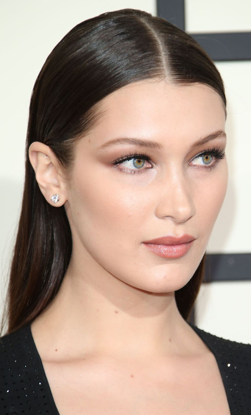 soft-natural-how-to-do-your-makeup-for-wedding-guest-beauty-bella-hadid.jpg