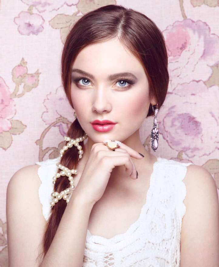 soft-natural-how-to-do-your-makeup-for-wedding-guest-beauty-pink-lips-pearls.jpg