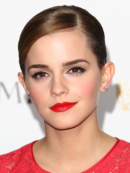 glam-how-to-do-your-makeup-for-wedding-guest-beauty-emmawatson-red-lips-black-eyeliner.jpg