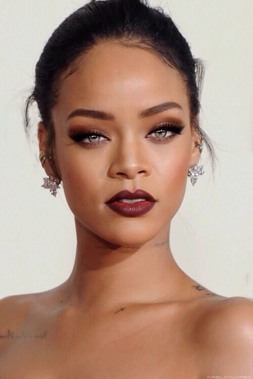 glam-how-to-do-your-makeup-for-wedding-guest-beauty-rihanna-eyeshadow-burgundy-lips.jpg