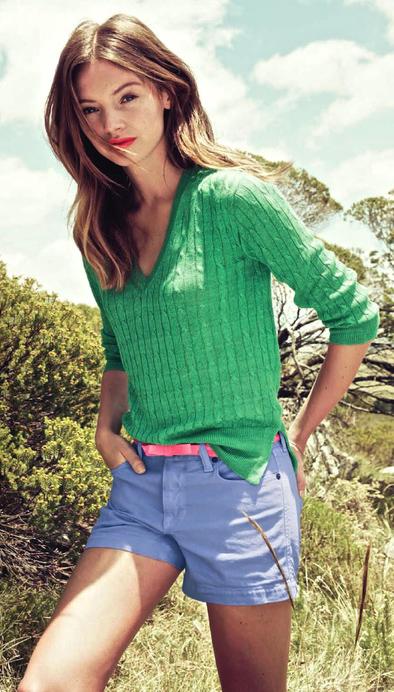 eccab80a451 blue-light-shorts-green-emerald-sweater-belt-howtowear-
