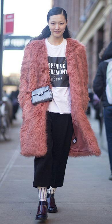 black-culottes-pants-pink-light-jacket-coat-fur-fuzz-socks-black-shoe-brogues-layer-white-graphic-tee-fall-winter-brun-lunch.jpg