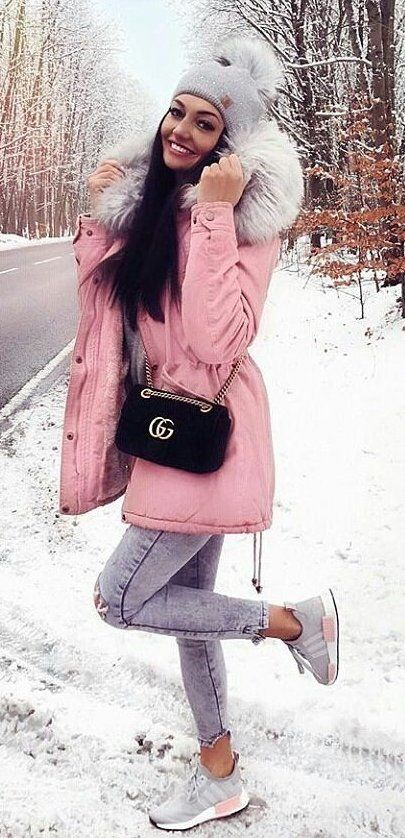 black-bag-beanie-snow-gray-shoe-sneakers-brun-pink-light-jacket-coat-parka-fall-winter-outfit-weekend.jpg