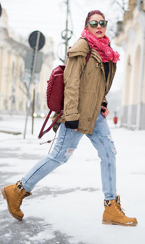 blue-light-skinny-jeans-tan-shoe-booties-snow-red-scarf-sun-red-bag-tan-jacket-coat-parka-fall-winter-outfit-weekend.jpg