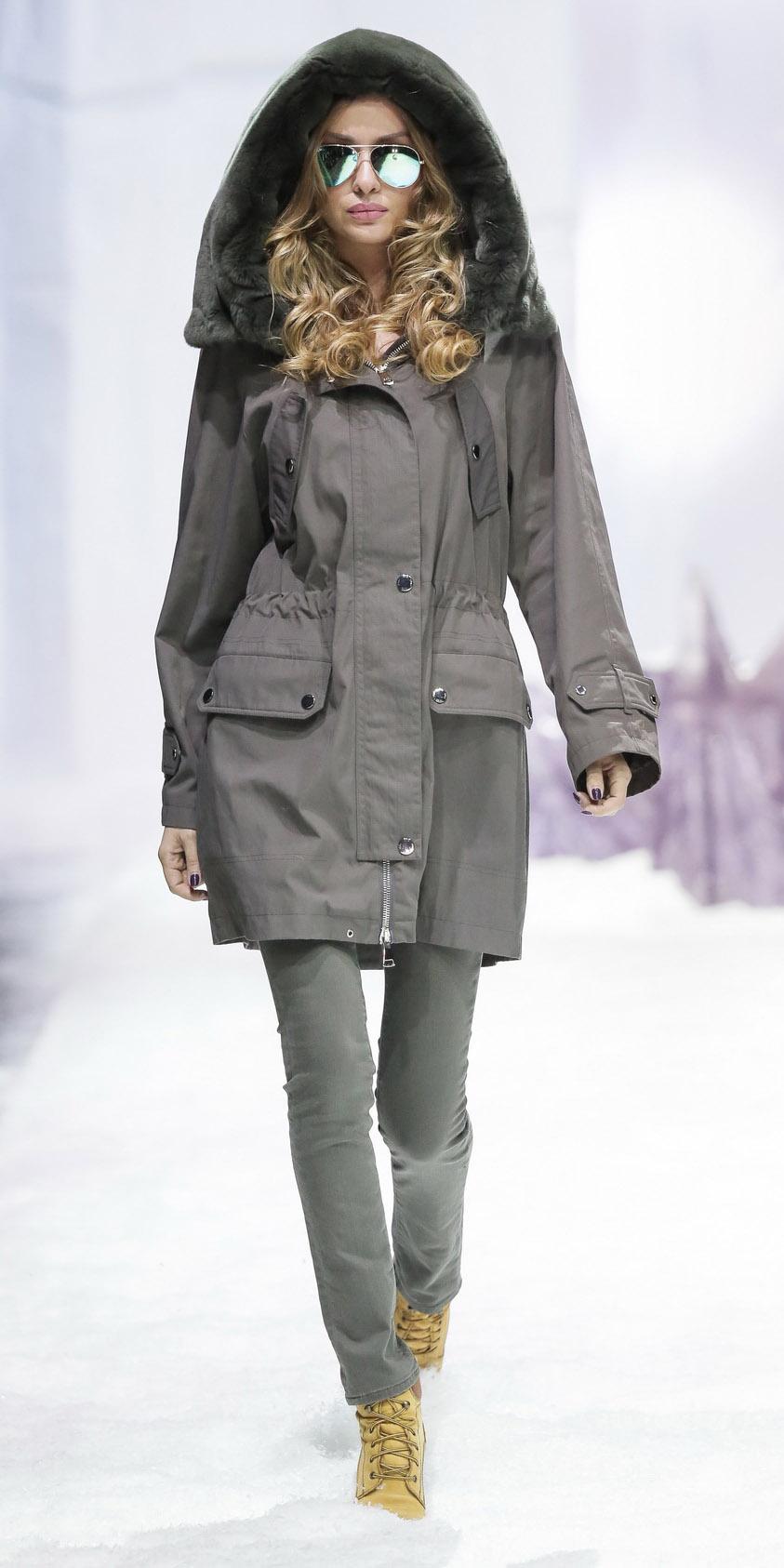 grayd-skinny-jeans-tan-shoe-booties-snow-sun-blonde-grayd-jacket-coat-parka-fall-winter-weekend.jpg