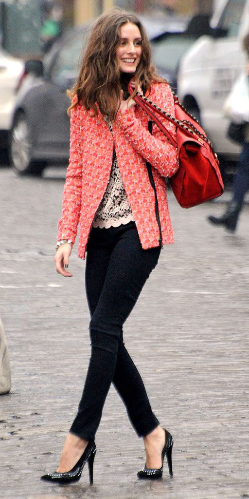 black-shoe-pumps-red-bag-red-jacket-lady-fall-winter-lunch.jpg