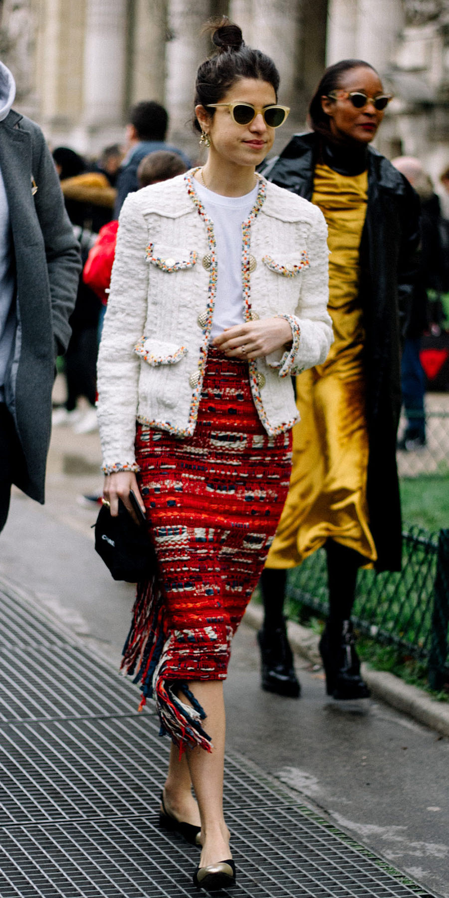 red-midi-skirt-tweed-white-tee-brun-bun-sun-black-shoe-flats-white-jacket-lady-fall-winter-lunch.jpg