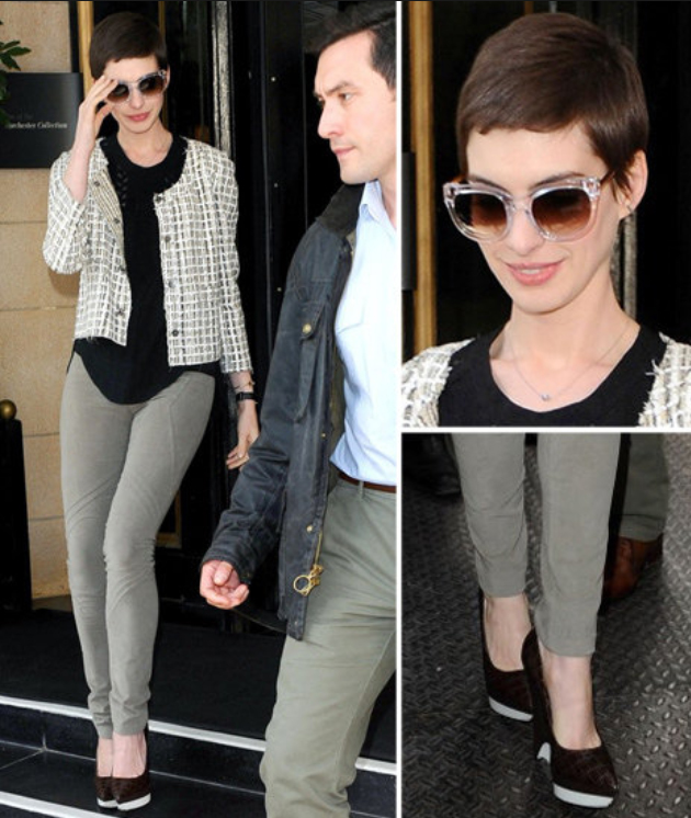 green-olive-skinny-jeans-black-tee-white-jacket-lady-howtowear-fashion-style-outfit-fall-winter-tweed-basic-annehathaway-black-shoe-pumps-sun-brun-lunch.jpg