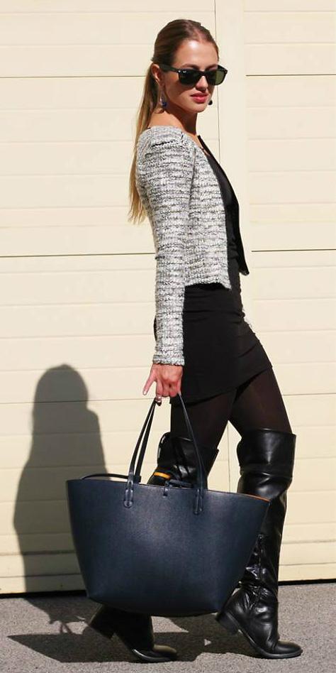 black-skinny-jeans-blue-bag-tote-blonde-pony-earrings-sun-black-tee-black-shoe-boots-white-jacket-lady-fall-winter-lunch.jpg