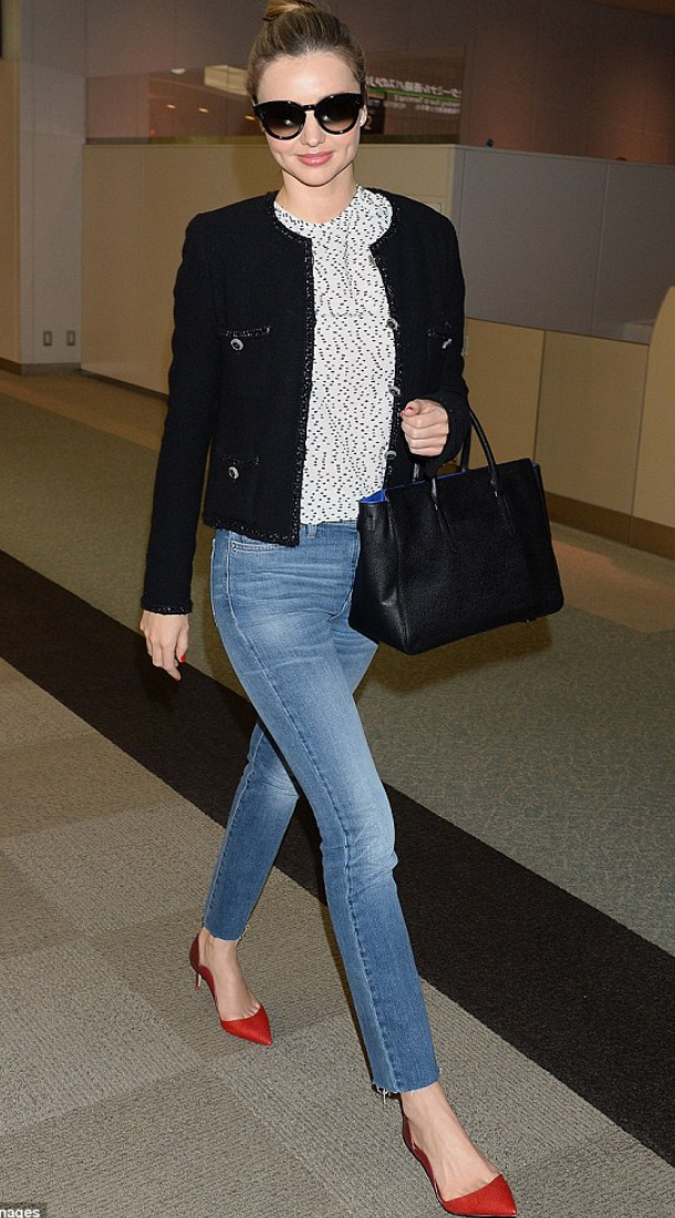 blue-med-skinny-jeans-white-top-blouse-howtowear-style-fashion-spring-summer-black-jacket-lady-sun-bun-black-bag-red-shoe-pumps-mirandakerr-hairr-classic-lunch.jpg