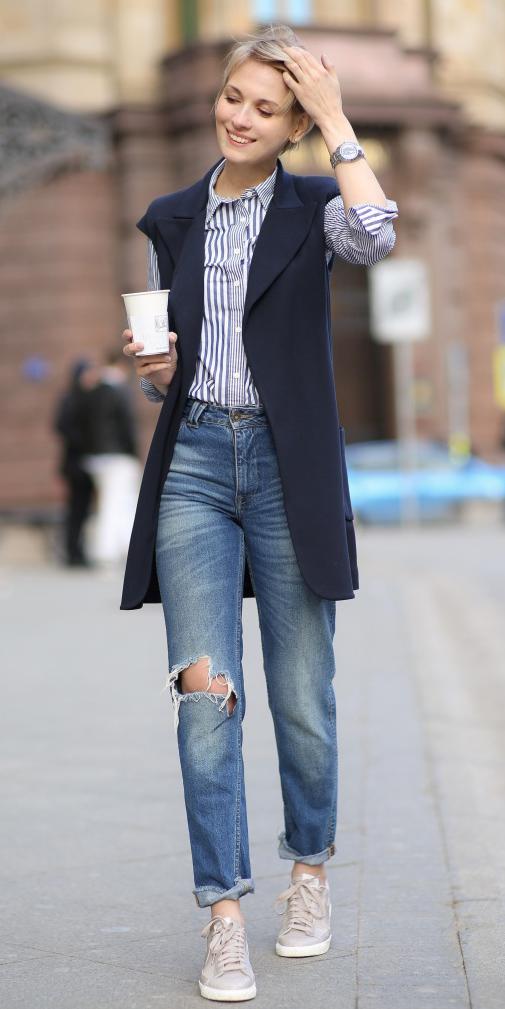 e21b4fa482 blue-med-boyfriend-jeans-blue-navy-collared-shirt-