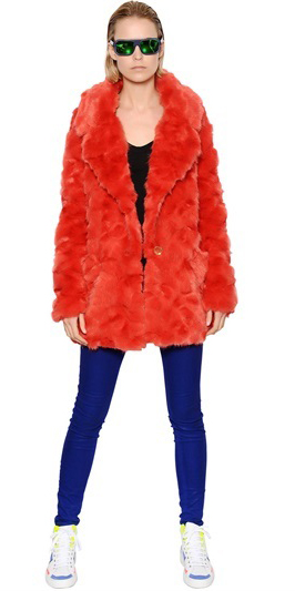 blue-navy-skinny-jeans-white-shoe-sneakers-red-jacket-coat-fur-blonde-sun-fall-winter-weekend.jpg
