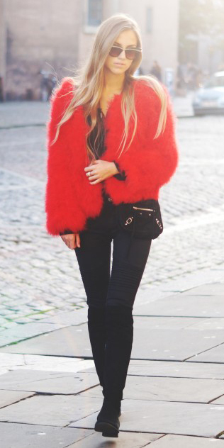 black-skinny-jeans-black-top-red-jacket-coat-fur-black-bag-howtowear-fashion-style-outfit-fall-winter-fuzz-black-shoe-boots-sun-blonde-lunch.jpg
