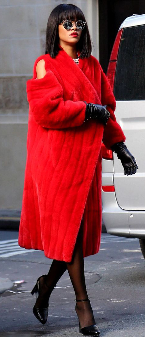 red-jacket-coat-fur-black-tights-black-pumps-howtowear-fashion-style-outfit-fall-winter-mini-mink-fuzz-rihanna-celebrity-street-evening-gloves-sun-brunette-dinner.jpg