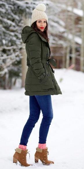 blue-navy-skinny-jeans-green-olive-jacket-coat-parka-puffer-fall-winter-socks-cognac-shoe-booties-beanie-snow-brun-weekend.jpg