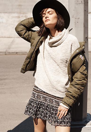 black-mini-skirt-white-sweater-green-olive-jacket-coat-puffer-wear-style-fashion-fall-winter-print-turtleneck-hat-brun-weekend.jpg
