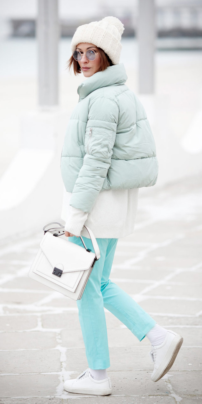blue-light-slim-pants-white-sweater-white-bag-white-shoe-sneakers-socks-beanie-blue-light-jacket-coat-puffer-fall-winter-hairr-weekend.jpg