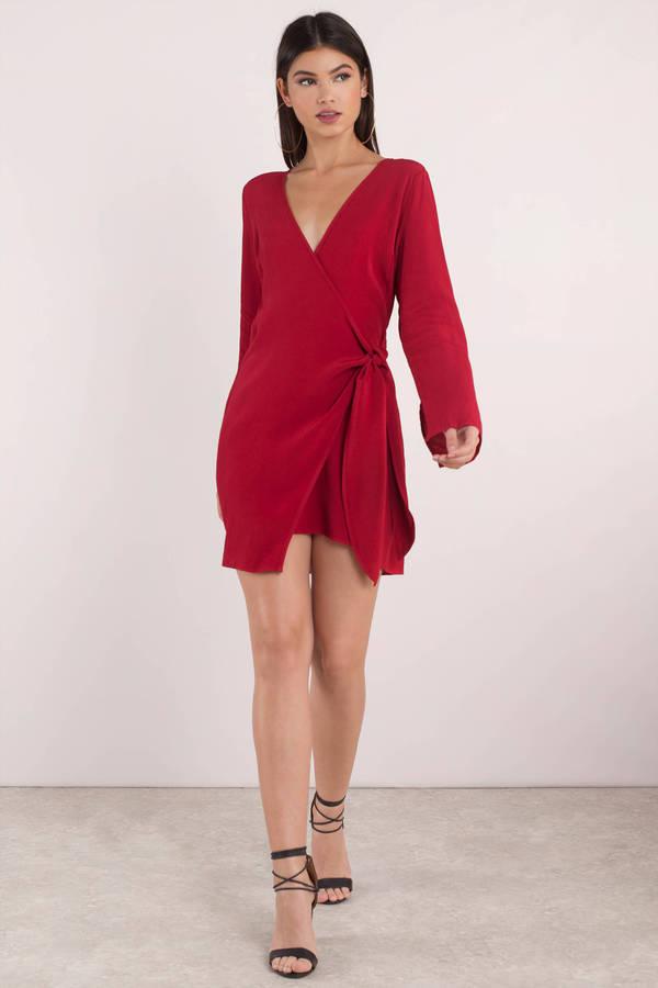 b1cd97f6119 red-dress-wrap-brun-black-shoe-sandalh-spring-