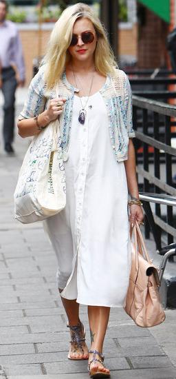 5bc4706e46 white-dress-shirt-pink-bag-blue-shoe-sandals-