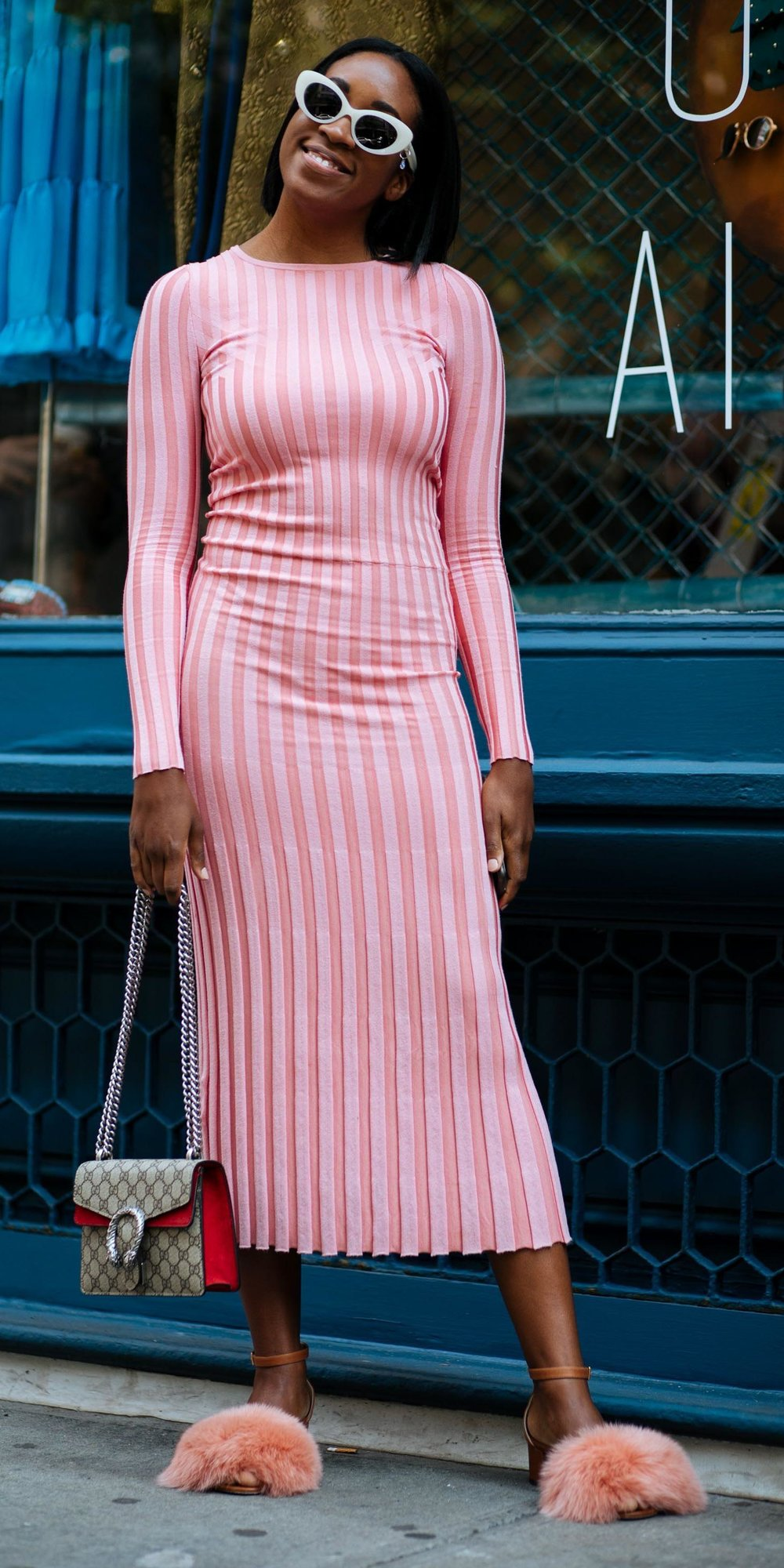 pink-light-dress-midi-bodycon-peach-shoe-sandalh-sun-brun-bob-spring-summer-lunch.jpg