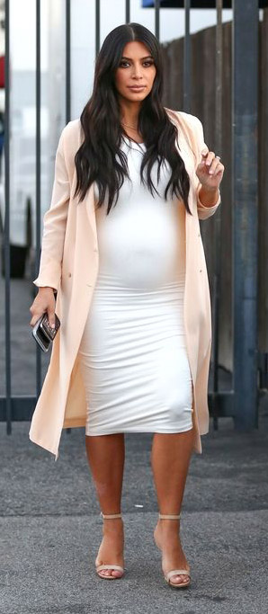 white-dress-bodycon-peach-jacket-coat-tan-shoe-sandalh-kimkardashian-brun-spring-summer-lunch.jpg