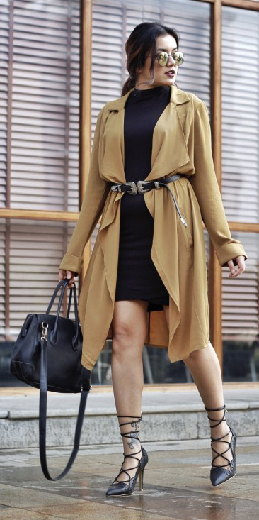 black-dress-bodycon-belt-brun-pony-sun-black-bag-black-shoe-pumps-yellow-jacket-coat-trench-spring-summer-lunch.jpg