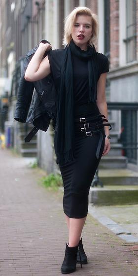 black-dress-bodycon-black-scarf-black-shoe-booties-mono-fall-winter-blonde-lunch.jpg