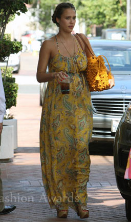yellow-dress-zprint-paisley-yellow-bag-braid-maxi-wear-style-fashion-spring-summer-jessicaalba-celebrity-street-brunette-lunch.jpg