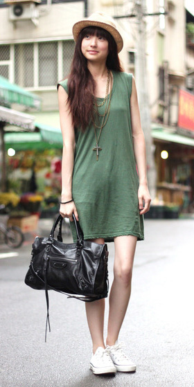 f0fb4b0659 green-olive-dress-a-black-bag-white-shoe-