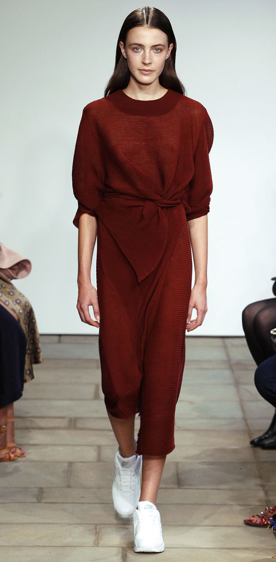 e49745148f4c r-burgundy-dress-sweater-white-shoe-sneakers-howtowear-