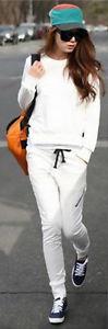 white-joggers-pants-white-sweater-sweatshirt-black-shoe-sneakers-howtowear-fashion-style-outfit-fall-winter-asian-sweatsuit-cap-hat-brun-weekend.jpg