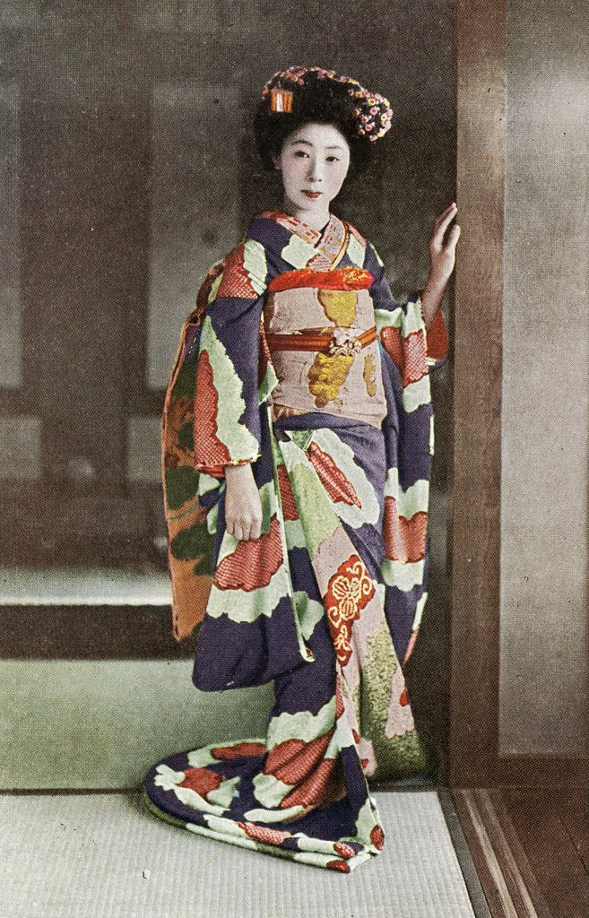 Shibori Hikizuri 1920s Ѯ Maiko (Apprentice Geisha) wearing a beautiful Shibori