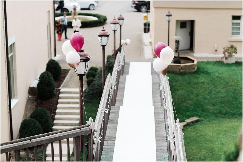 Teppichläufer weiß auf Treppe