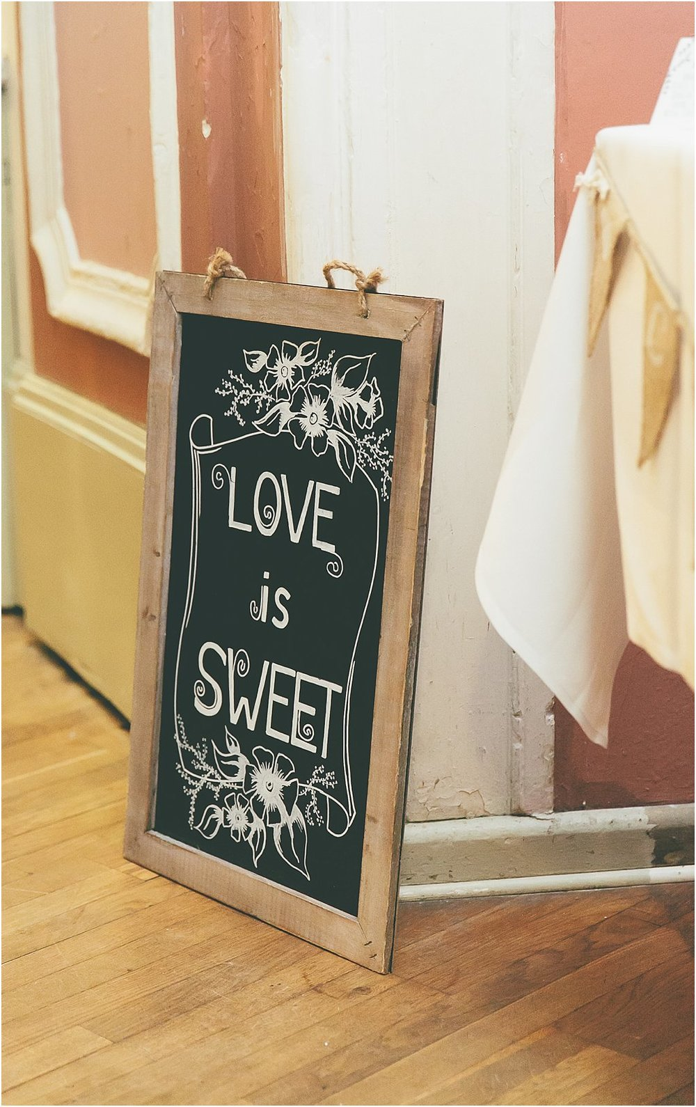 "Candybar Schild ""Love is sweet"""