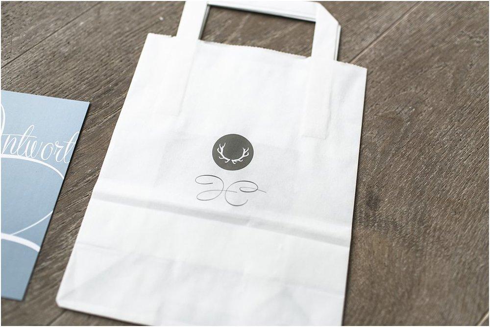 Papiertasche mit Paarlogo