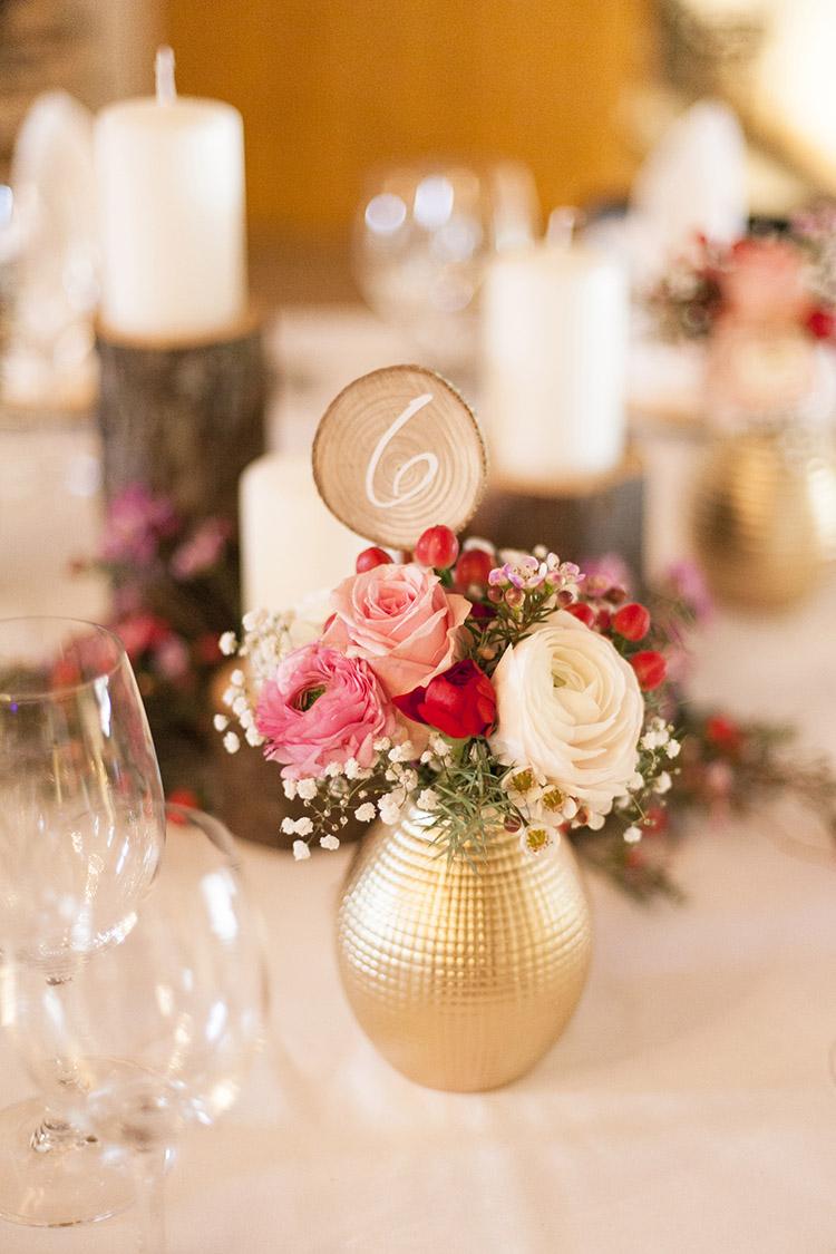 Blumenstrauß Tische rot mit Beeren