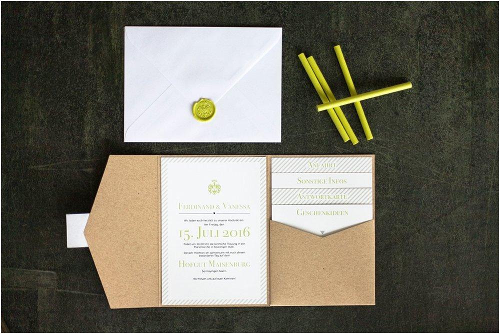 Pocketeinladung offen, mit 4 Einsteckkarten, weißem Briefumschlag mit Wachssiegel