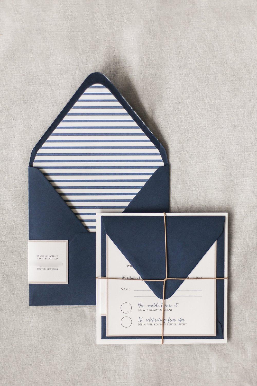 Einladung gebunden mit Antwortkarte und Umschlag