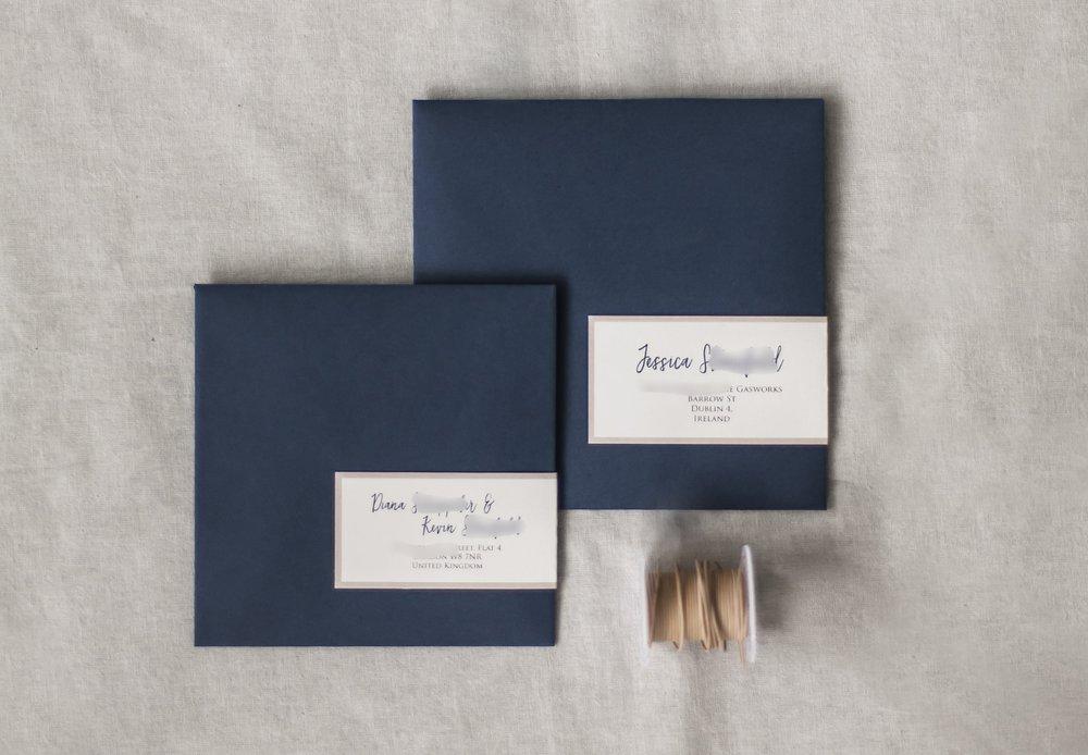 Briefumschläge für Einladung und Antwortkarte, mit Adressaufklebern