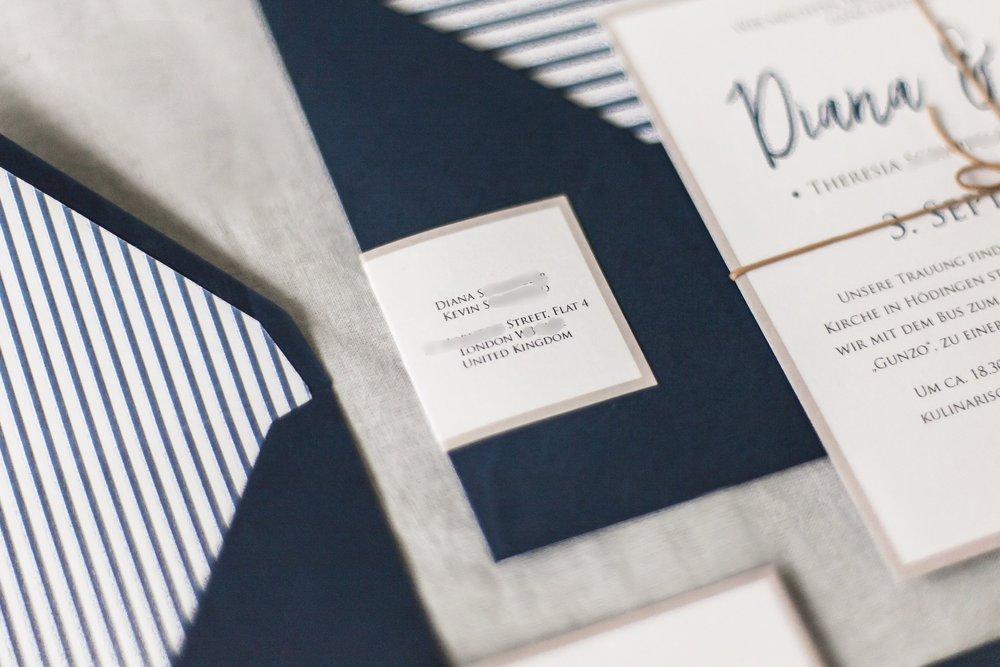Adressaufkleber für jeden Gast mit Absender des Brautpaares auf der Rückseite