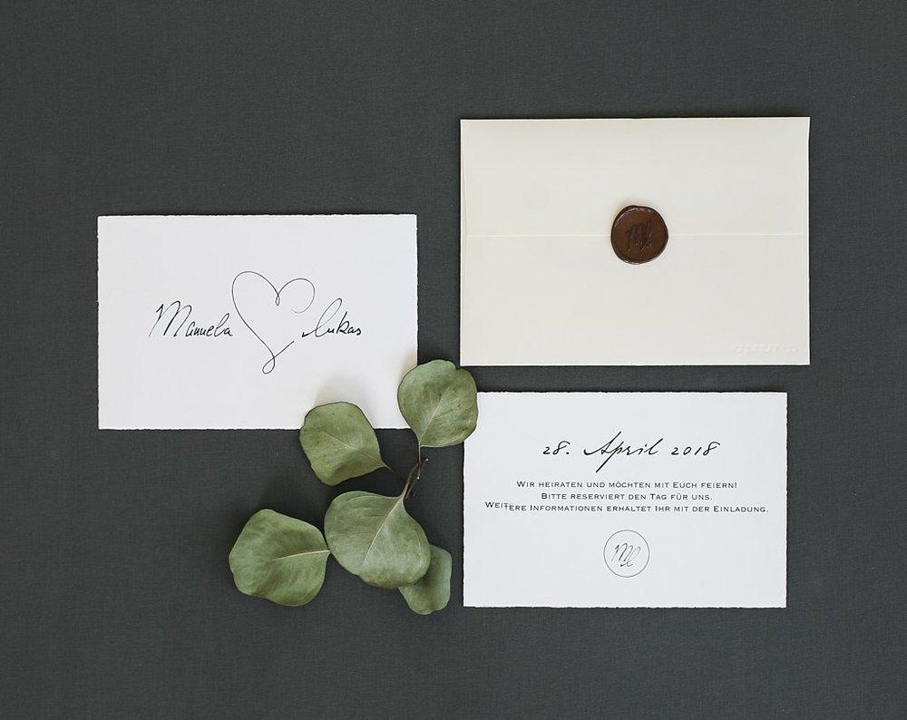 Vorder- und Rückseite Save the Date Karte mit Briefumschlag