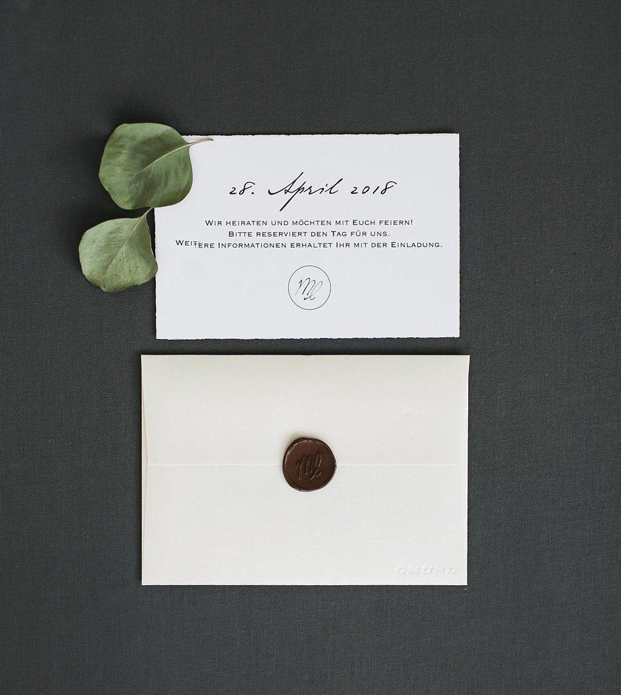 Rückseite Save the Date Karte mit Briefumschlag